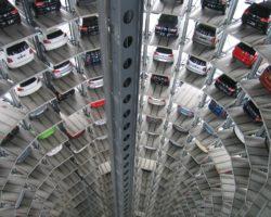 ¿Por qué es más seguro estacionarse de reversa?